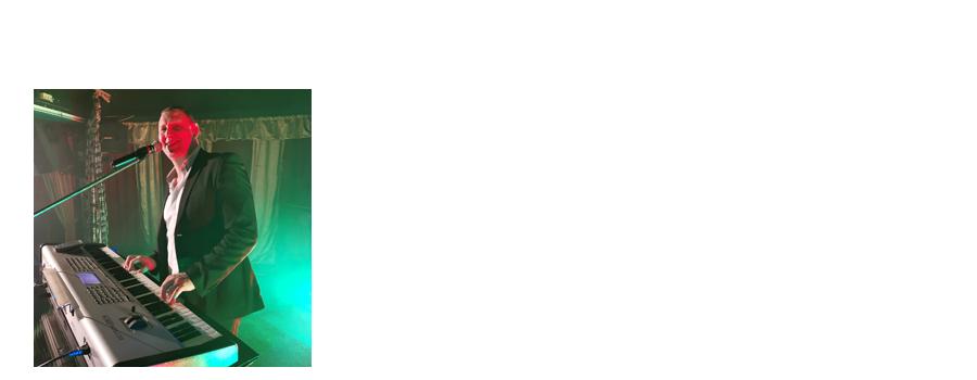TONY LAD : Musicien, Claviériste, Chanteur. Sa fougue et sa sensibilité s'expriment admirablement dans ses prestations vocales et instrumentales. Il propose un répertoire varié depuis les années 50 à aujourd'hui, autour des plus grands succès de la chanson française et internationale et pour tous les styles d'animations dansantes.